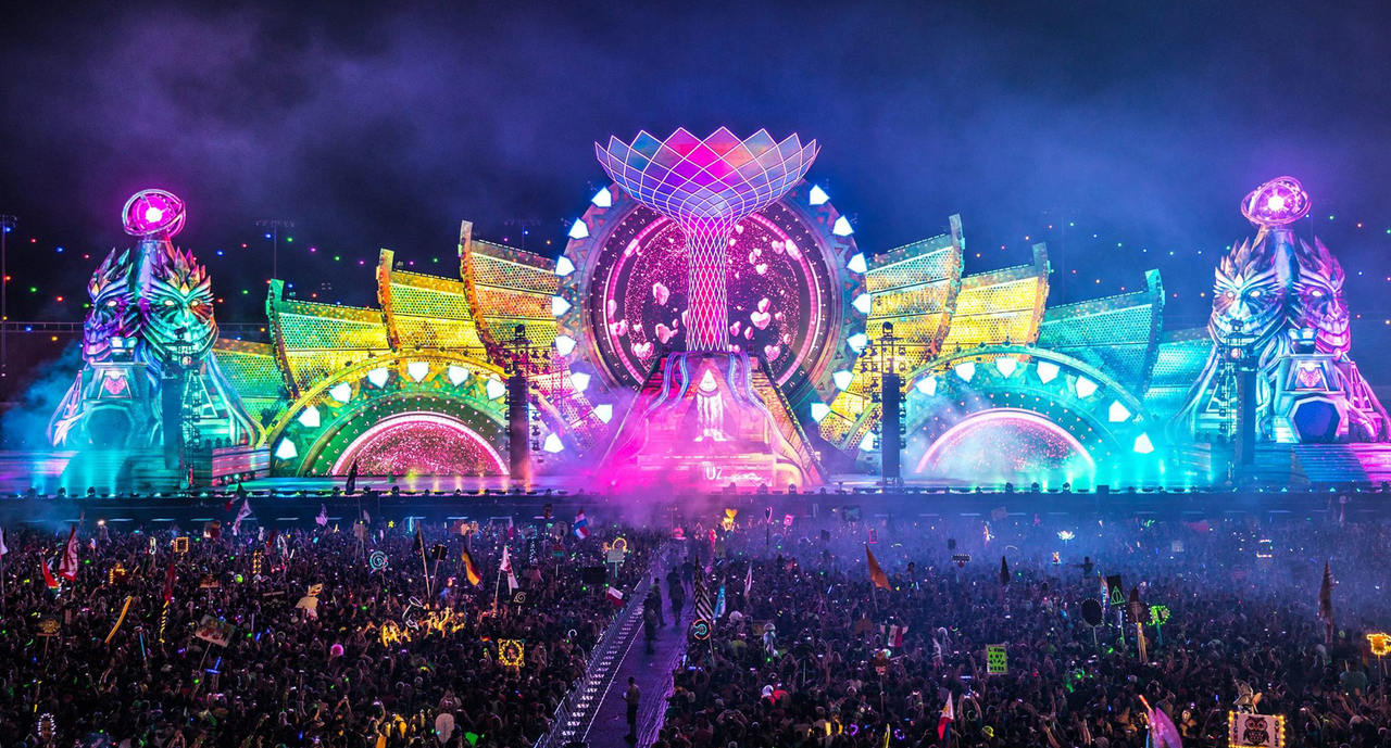 The Kinetic Field stage at EDC 2016 during the night