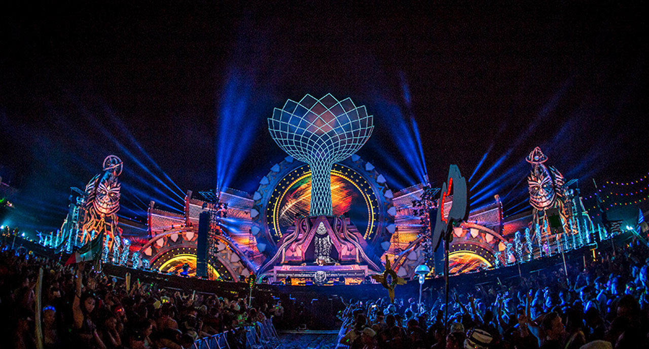 The kinetic field stage at EDC 2016 at night