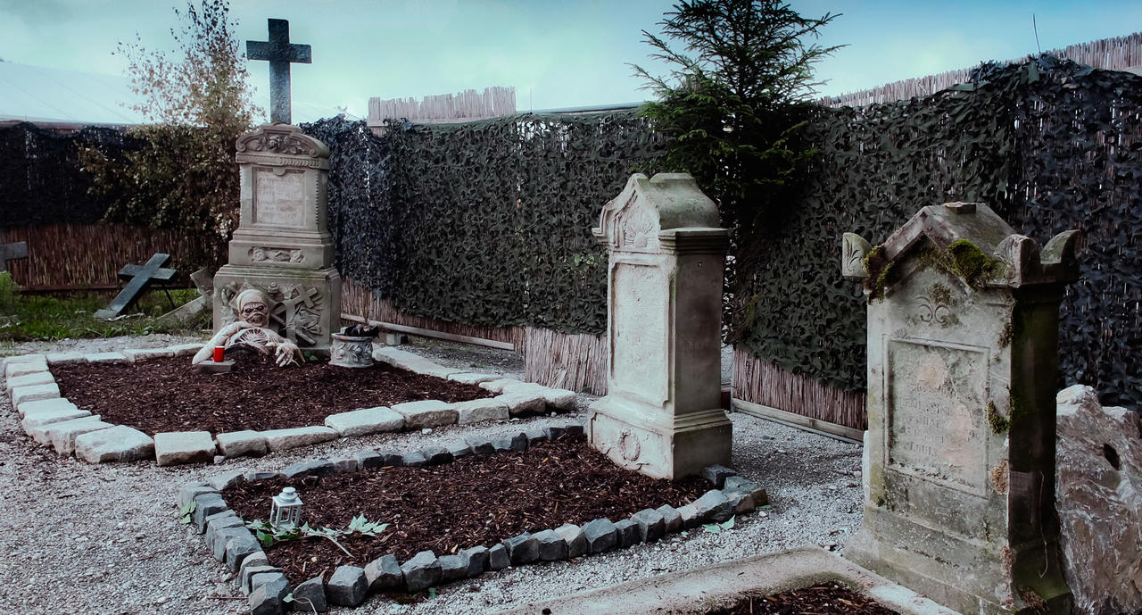 Outside graveyard at the Villa haunted House in Europa Park