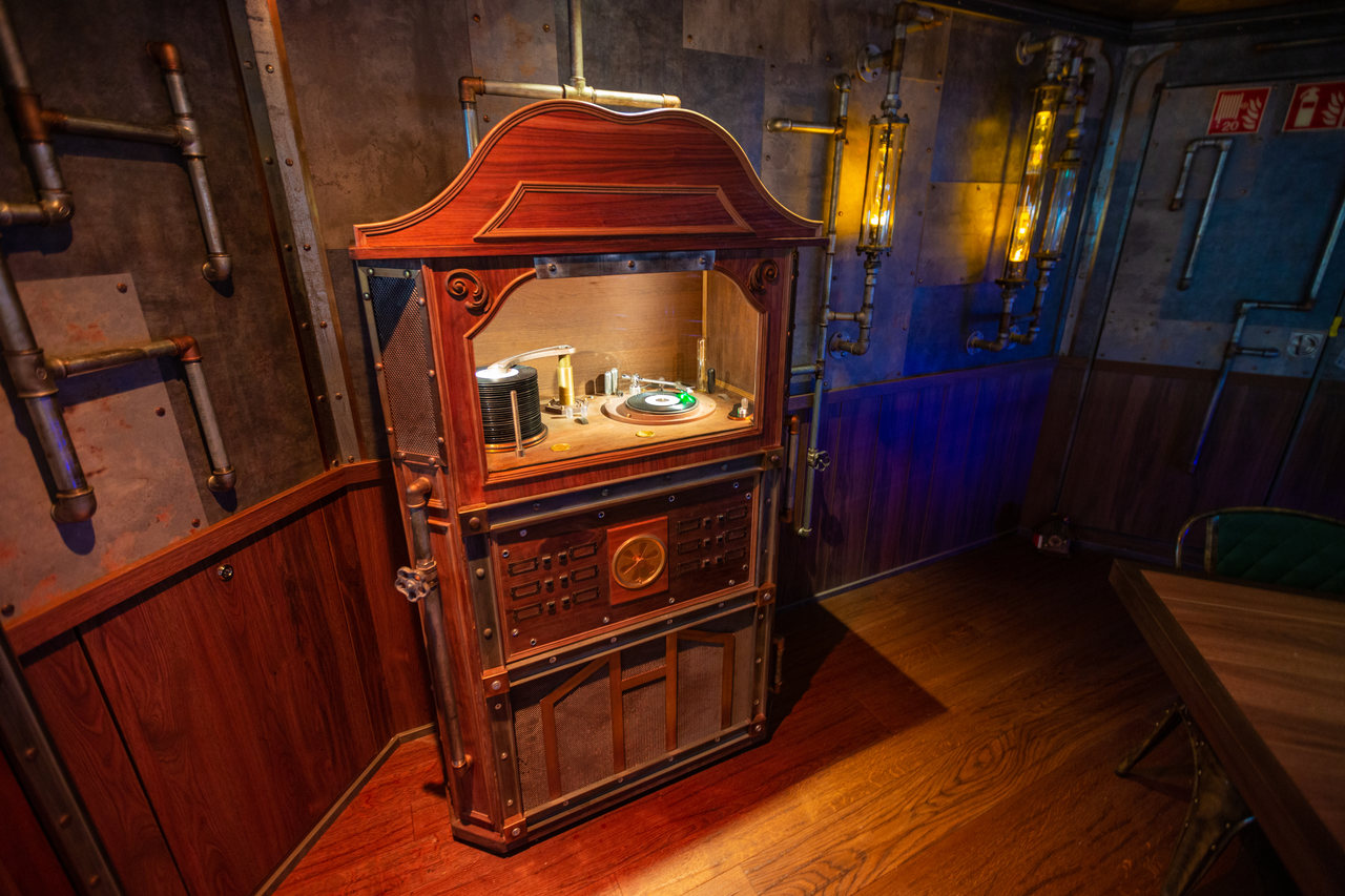 Photo of the jukebox at the Time Machine Restaurant at AIDA