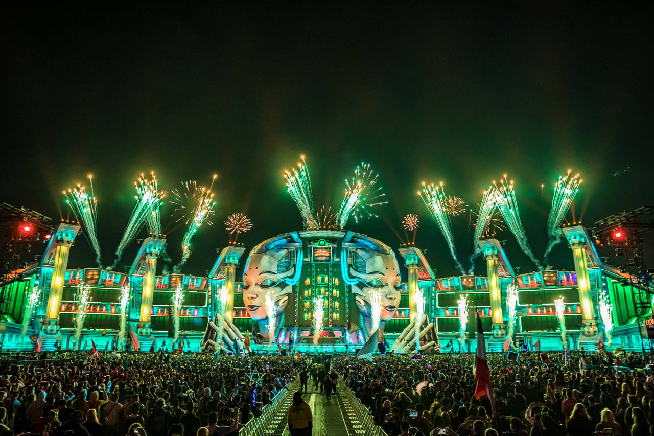 The Kinetic Fields stage at EDC 2019 with visitors