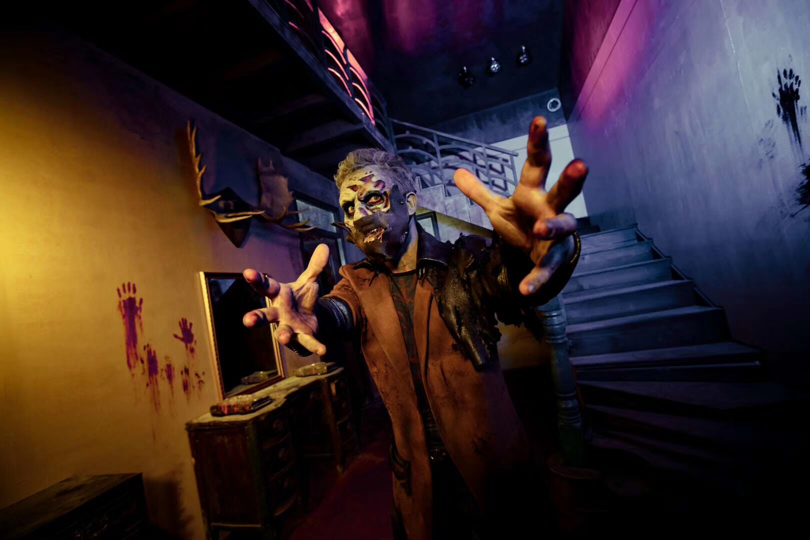 Scare actor at the Cursed House Haunted House at Chimelong in 2019
