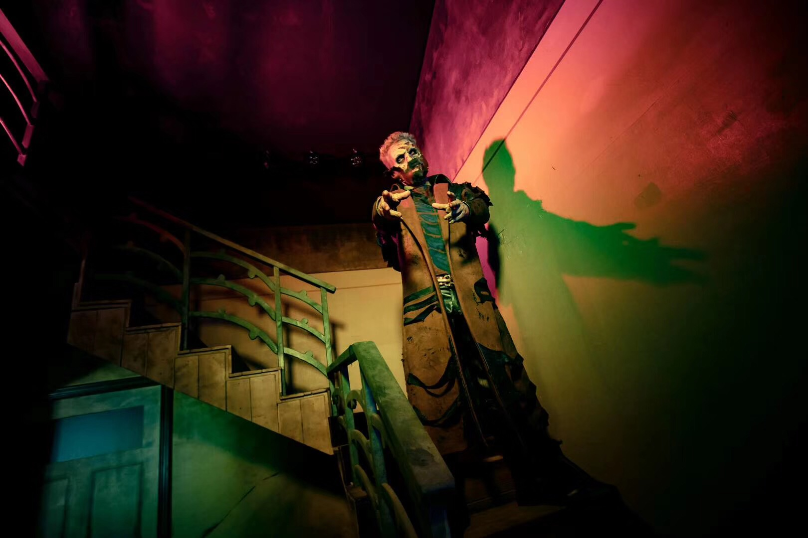 The scare actor at the stairs at the Cursed House Haunted House at Chimelong in 2019