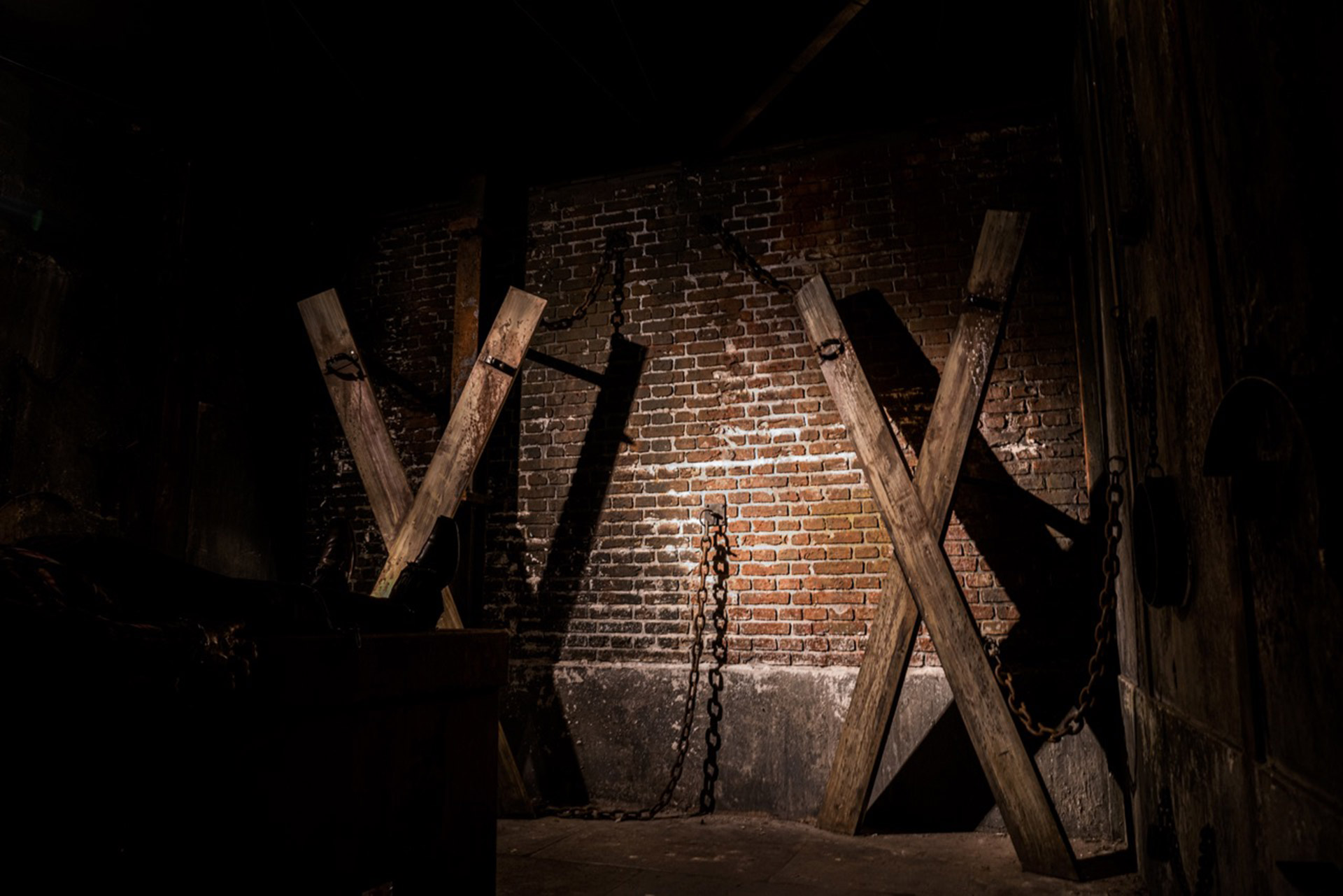 Wooden crosses of Shadowborn Haunted House at Europa-park Traumatica