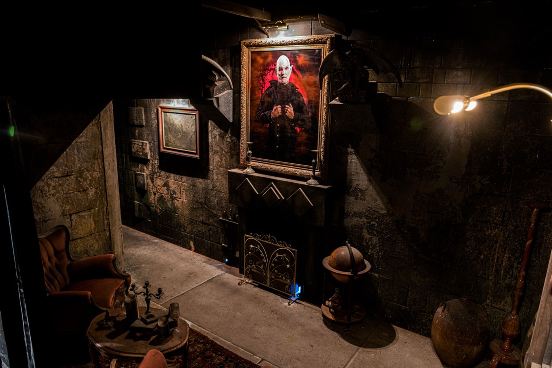 Living room of Shadowborn Haunted House at Europa-park Traumatica