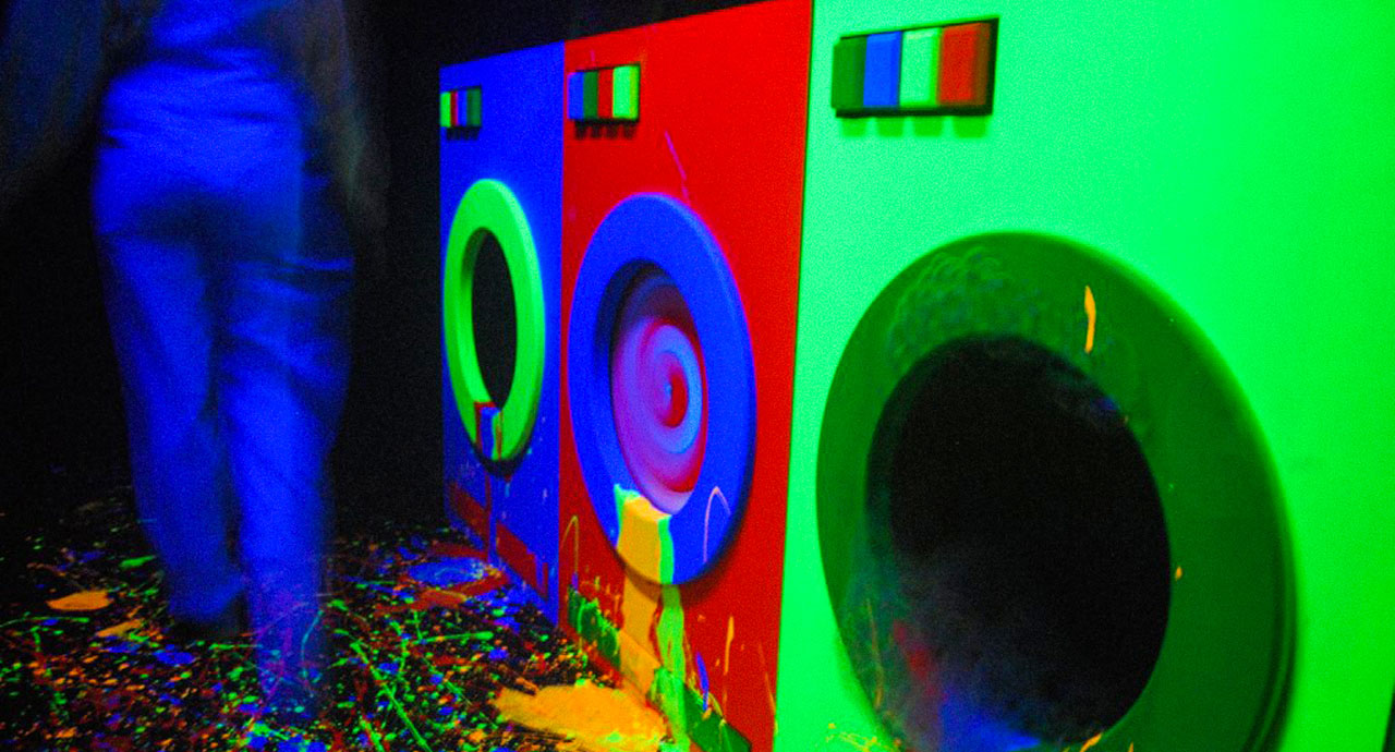 The overflowing laundry machines at Mad House haunted house in Walibi Belgium